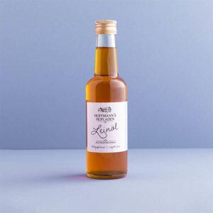 Frisches Leinöl in der Flasche